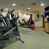 """Gimnasio - <a href=""""http://www.booking.com/hotel/co/embassy-suites-bogota-rosales-by-hilton.html?aid=384790;label=hotelgallery#availability_target"""" rel=""""nofollow"""">Reserva ahora</a>"""