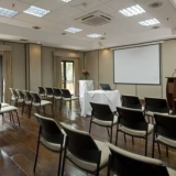 """Salones para reuniones - <a href=""""http://www.booking.com/hotel/co/embassy-suites-bogota-rosales-by-hilton.html?aid=384790;label=hotelgallery#availability_target"""" rel=""""nofollow"""">Reserva ahora</a>"""