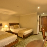 "Habitación con dos camas - <a href=""http://www.booking.com/hotel/co/embassy-park.html?aid=384790;label=hotelgallery#availability_target"" rel=""nofollow"">Reserva ahora</a>"