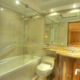 "Baño con tina - <a href=""http://www.booking.com/hotel/co/embassy-park.html?aid=384790;label=hotelgallery#availability_target"" rel=""nofollow"">Reserva ahora</a>"