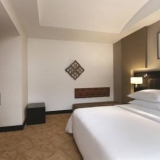 "Habitación con cama extragrande - <a href=""http://www.booking.com/hotel/co/hilton-bogota.html?aid=384790;label=hotelgallery#availability_target"" rel=""nofollow"">Reserva ahora</a>"