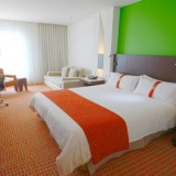 "Habitación Estándar con cama extragrande - <a href=""http://www.booking.com/hotel/co/holiday-inn-bogota-airport.html?aid=384790;label=hotelgallery#availability_target"" rel=""nofollow"">Reserva ahora</a>"