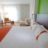 "Habitación Habitación Estándar con cama extragrande - <a href=""http://www.booking.com/hotel/co/holiday-inn-bogota-airport.html?aid=384790;label=hotelgallery#availability_target"" rel=""nofollow"">Reserva ahora</a>"
